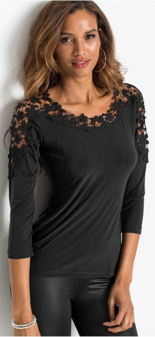 Fekete női póló háromnegyedes ujjakkal és horgolt csipkével
