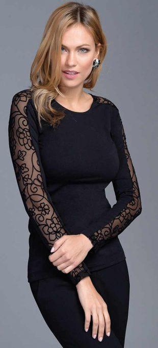 Fekete női póló hosszú, áttetsző, díszes ujjakkal