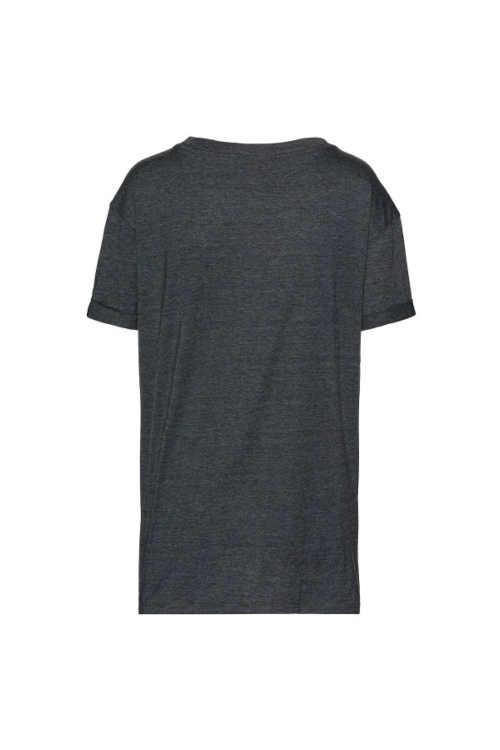 Kényelmes szabású póló rövid ujjakkal