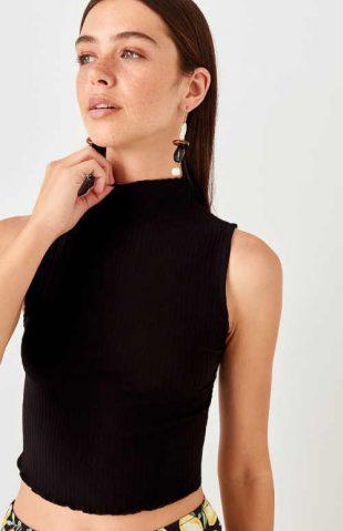 Női modern kötött top fekete színben, állógallérral