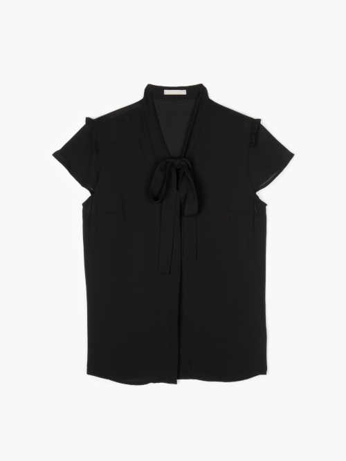 Fekete szellős blúz nyakkendővel