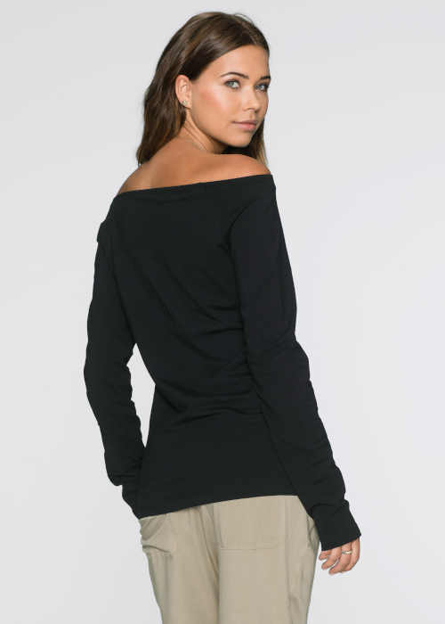 Női póló fekete színben, nyakkivágással