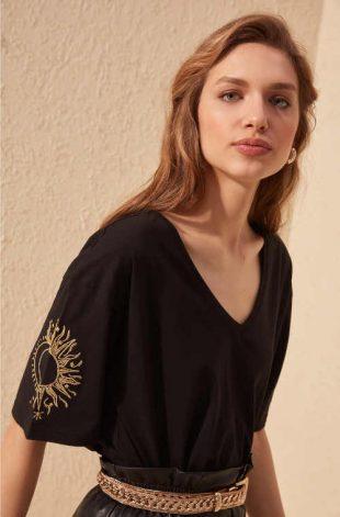 Pamut női modern póló v-nyakú nyakkivágással